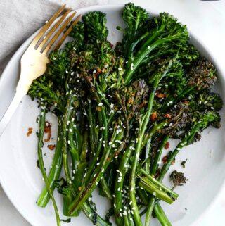 chili sesame broccolini