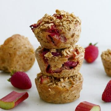 strawberry rhubarb oatmeal muffins
